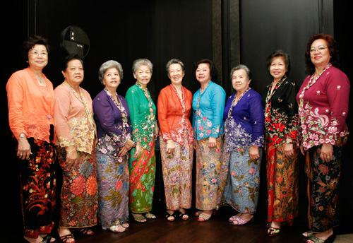 Image result for traditional indonesia clothes