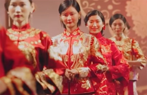 The Chinese traditional wedding dresses are real works of art.  sc 1 st  Nationalclothing.org & How Chinese traditional wedding dresses are made and embroidered ...