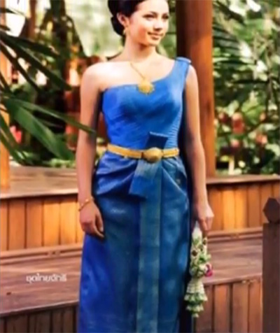 a2ca95c47 It is a sleeveless one-piece dress. The skirt is decorated with 2 front  pleats. The traditional Thai belt is also used with this dress.
