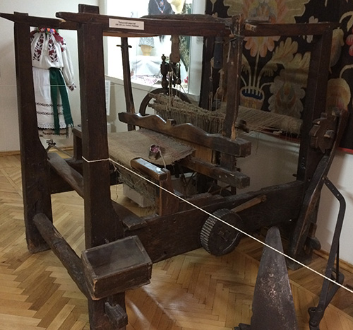Old Ukrainian spinning and weaving tools  5,000-year-old loom